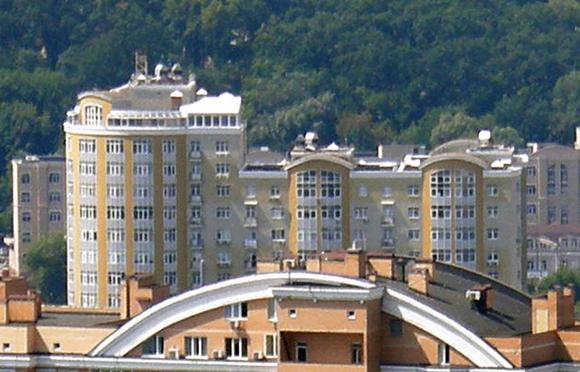 Київрада хоче продати землю в центрі столиці Крючкову і «єнакієвським»